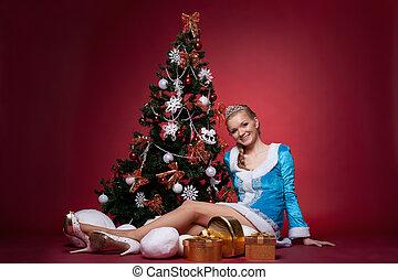 jeune fille, asseoir, arbre, neige, année, nouveau, sexy, rouges