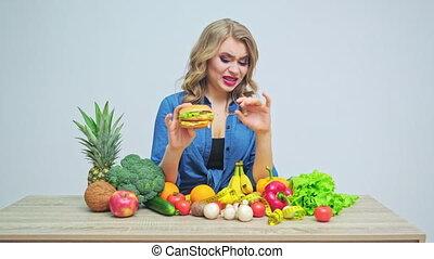 jeune, frais, mains, légumes, nuisible, régime, hamburger, tient, elle, fruits, fond, strict, femme