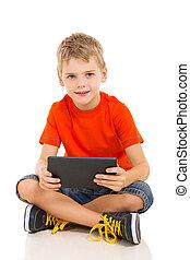 jeune garçon, à, tablette, informatique