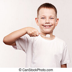 jeune garçon, brossage, sien, dents