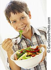 jeune garçon, manger, a, sain, salade