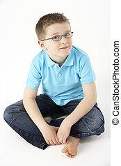 jeune garçon, séance, dans, studio