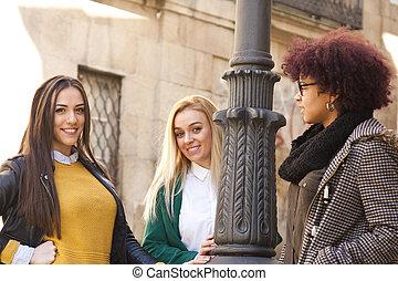 jeune, groupe, multiethnic, femmes