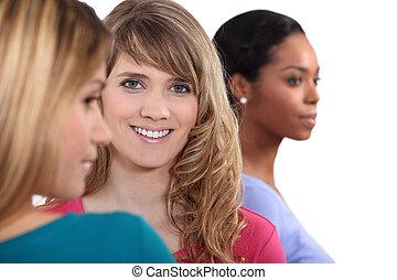 jeune, groupe, séduisant, femmes