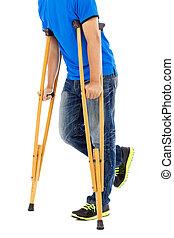 jeune, haut, fond, fin, blanc, crutches., homme