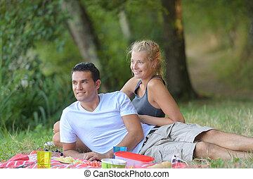 jeune, herbe, pose, couple