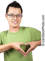 jeune homme, à, deux, main, former, a, forme coeur
