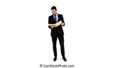 jeune, homme affaires, fichier, lecture