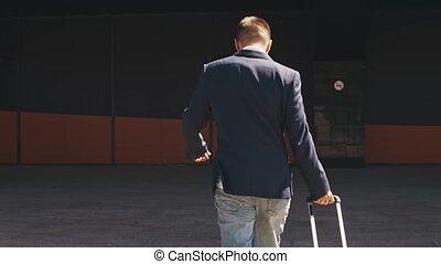 jeune, homme affaires, formalwear., traveling., aéroport., ...
