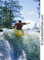 jeune homme, kayaking, sur, chute eau