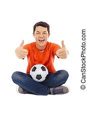 jeune homme, séance, à, a, football, et, pouce haut