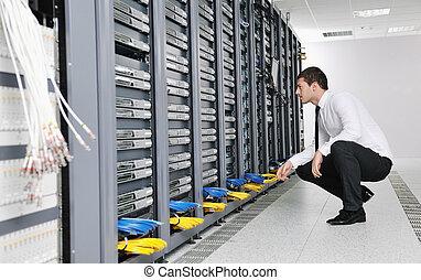jeune, il machinent, dans, datacenter, salle serveur