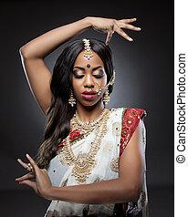 jeune, indien, femme, dans, habillement traditionnel, à,...