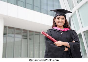 jeune, indien, femme, diplômé, à, campus, fond