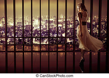 jeune, joli, femme, dans, luxe, appartement