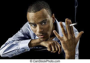 jeune, mâle noir, à, cigarette