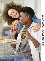 jeune, manger, couple, doux, pizza, maison