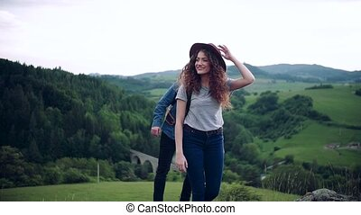 jeune, nature., touriste, sacs dos, voyageurs, randonée couple