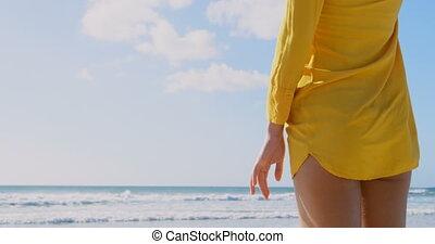 jeune, paille, arrière, femme, chapeau, plage, vue, debout,...