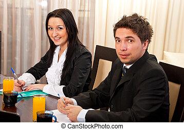 jeune, réunion, deux, professionnels