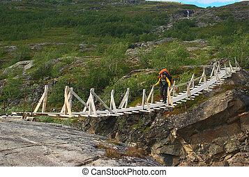 jeune, randonnée, caucasien, femme, croisement, a, pont...