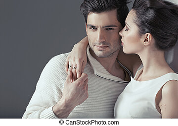 jeune, séduisant, couple, dans, sensuelles, étreinte