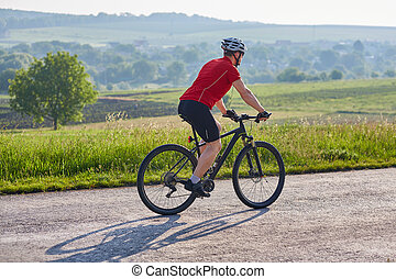 jeune, séduisant, cycliste, équitation, vélo tout terrain, sur, les, pays, road.