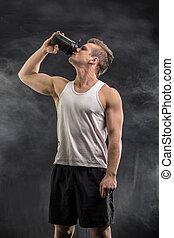 jeune, séduisant, tenue, secousse, bottle., protéine, homme