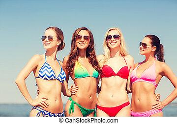jeune, sourire, femmes échouent, groupe