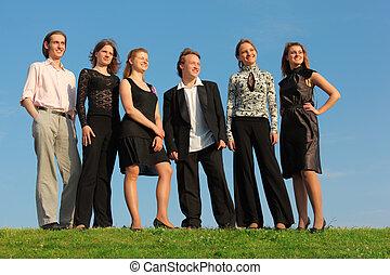 jeune, stand, groupe, pré, gens