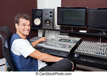 jeune, studio enregistrement, mélange, portrait, audio, homme