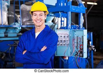 jeune, technicien, à, bras croisés