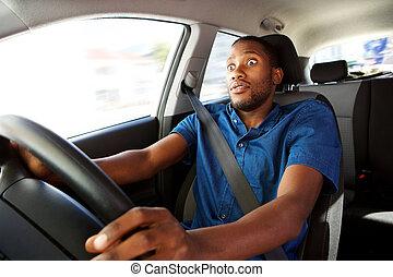 jeune, voiture, expression, conduite homme, surpris