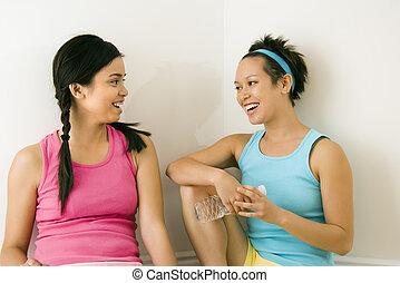 jeunes femmes, conversation