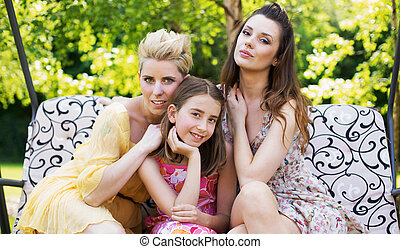 jeunes femmes, jardin, trois