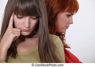 jeunes femmes, warring