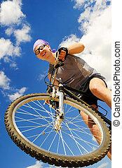 jeunes hommes, monte vélo