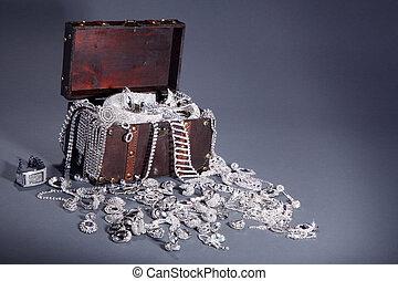 jewelery, poitrine