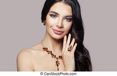 jewelry., ambra, donna, brunetta, collana, orecchini, sorridente, anello