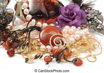 Perfumes, pearls and stomes necklace and hair accessory