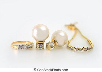 Jewelry - Diamond and pearl jewelry
