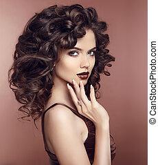 jewelry., mulher, hairstyle., beleza, lips., cacheados, makeup., morena, estúdio, manicured, portrait., excitado, moda, nails.