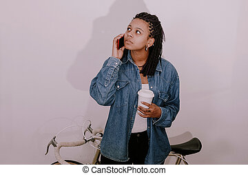 jezdit na kole, mluvící, proměnlivý, vinobraní, moderní, telefon, děvče