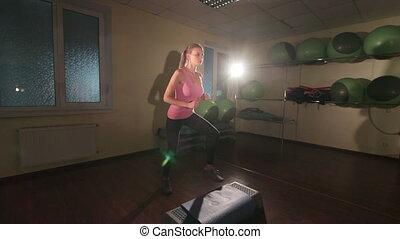JIB CRANE: Step aerobics dance workout - JIB CRANE: Fit...