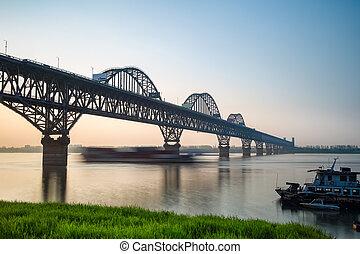 jiujiang, yangtze rivière, pont, à, crépuscule