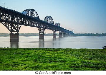 jiujiang, yangtze rivière, pont, dans, printemps