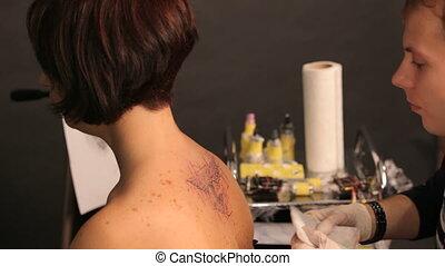 Job tattoo - Create a beautiful tattoo in a tattoo salon....