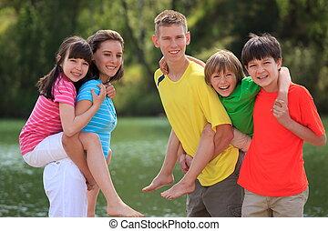 jogar crianças, ao ar livre