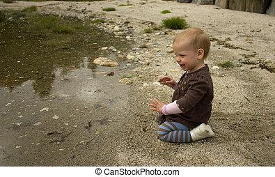 jogar crianças, com, areia, ligado, um, praia