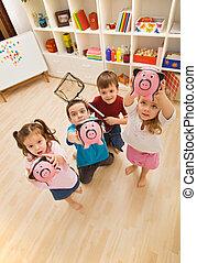 jogar crianças, com, piggybanks